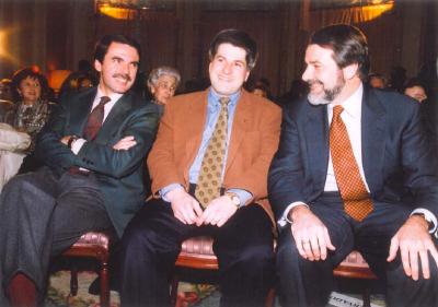 Aznar y Mayor Oreja arropan a Ordóñez en la presentación de su candidatura a la alcaldía