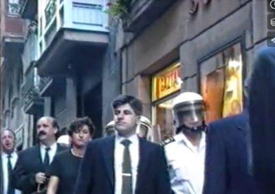 La corporación municipal desfila escoltada en la procesión de La Salve