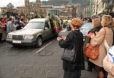 Aplausos ante el cortejo fúnebre