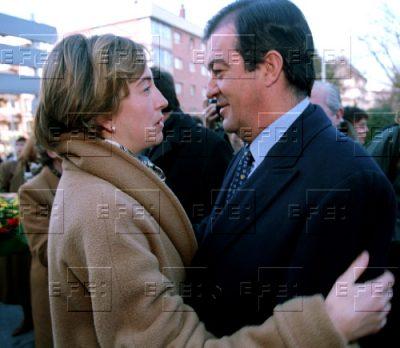 El abrazo de Ana Iríbar y el vicepresidente Álvarez-Cascos