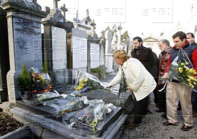 Un acto para devolver la dignidad a la tumba de Ordóñez