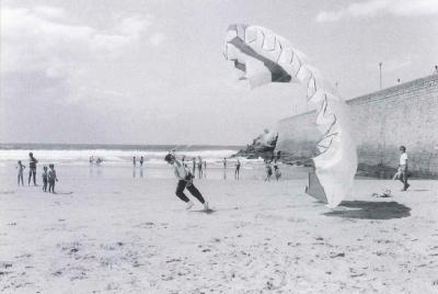 Ordóñez acapara la atención en campaña lanzándose en paracaídas