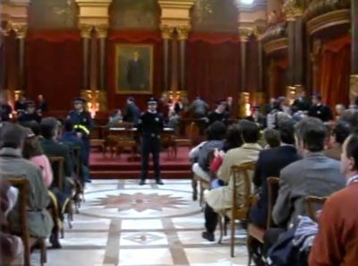 Final del tenso pleno en el Ayuntamiento de San Sebastián tras el asesinato de Gregorio Ordóñez